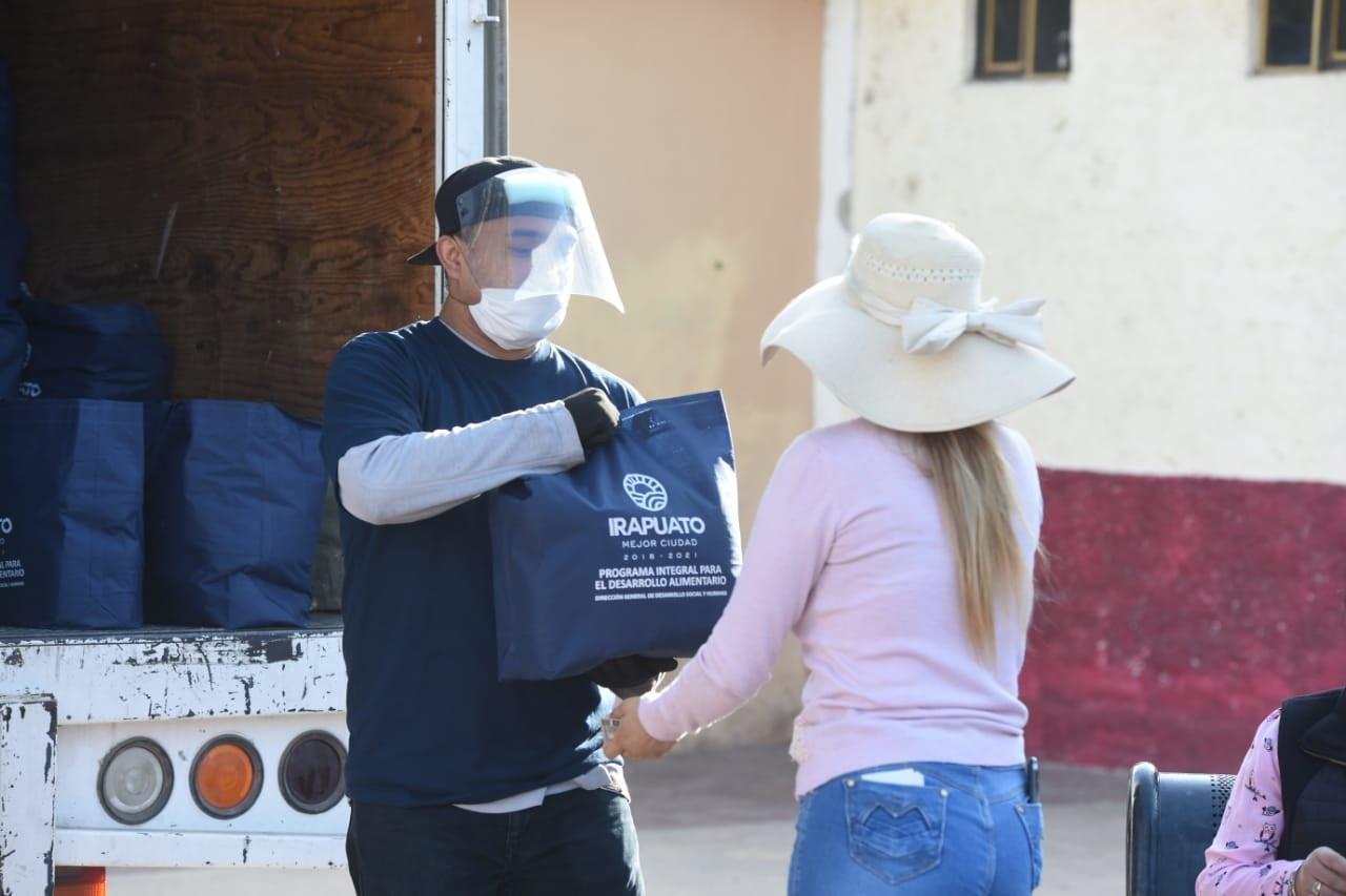 Photo of Contribuye entrega de despensas en alimentación y economía