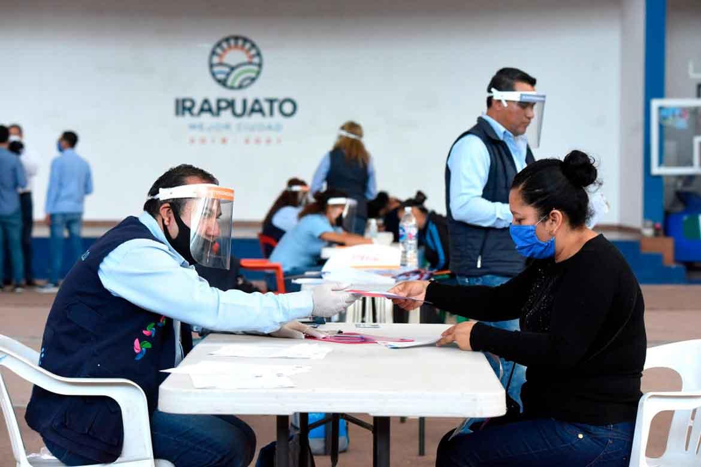 Photo of Entregan tarjetas de pago del programa empleo temporal