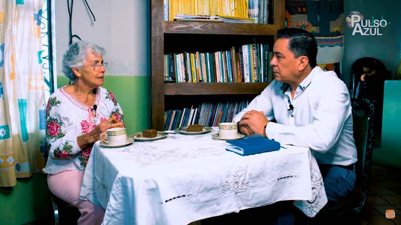 """Photo of PULSO AZUL entrevistando a Lety Ochoa """"El Mezquite; Un Súper Árbol"""""""